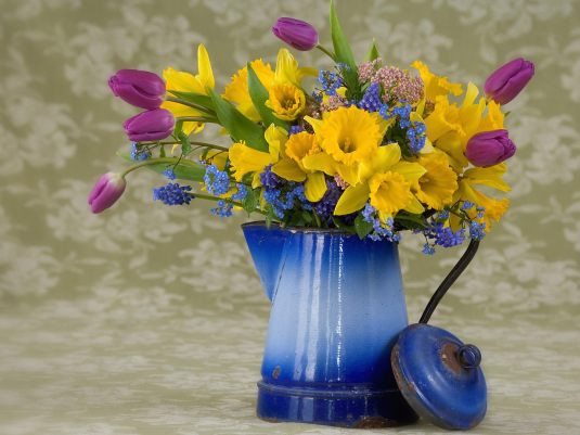 Spring-flower-arrangement-wallpapers-hd-design-1600x1200-pixel